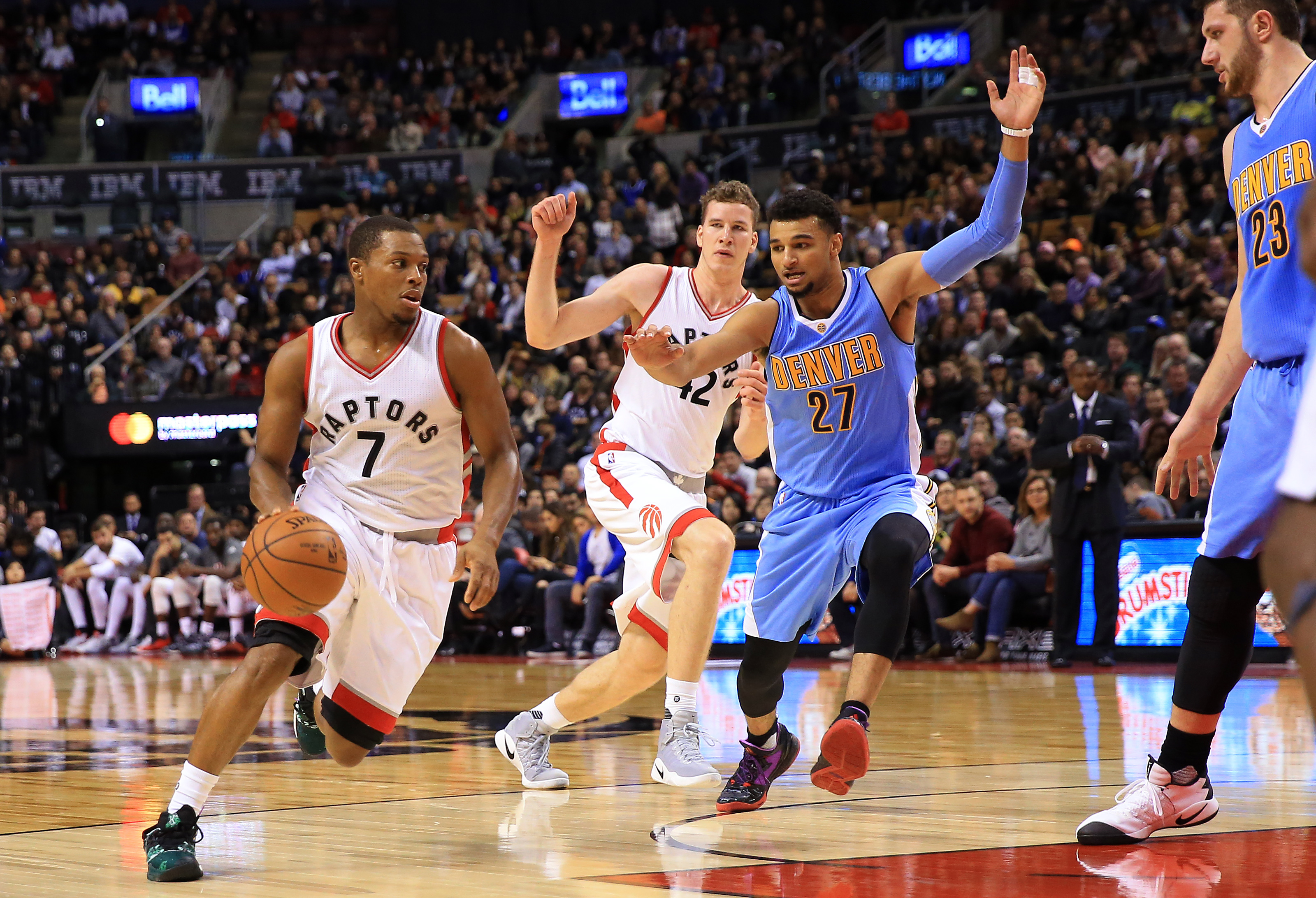Nuggets roll Raptors in return home